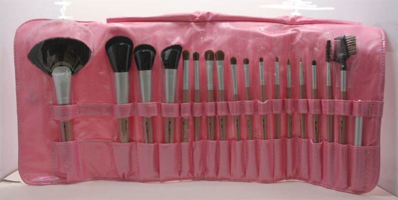 BLUSH ITALIA KIT 20 PENNELLI IN SETOLE NATURALI